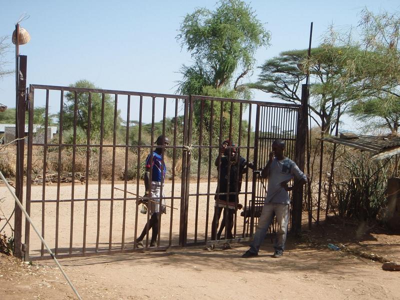 ÄthiopienEthiopia_Turmi_Camptor geschlossen damit wir nicht raus können (1)